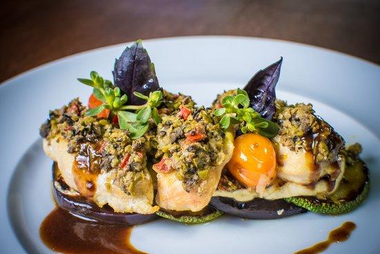 Azafran Restaurante Bar: Chicken Breast with Tapenade, Panela Cheese, Zucchini & Eggplant