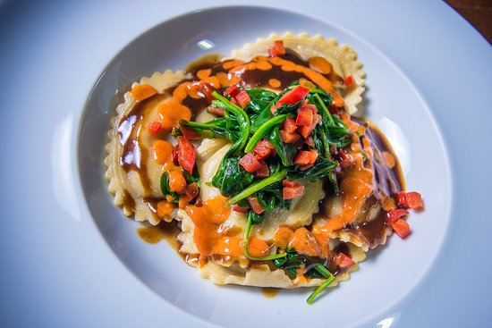 Azafran Restaurante Bar: Oxtail Ravioli with Spinach & Red Peppers