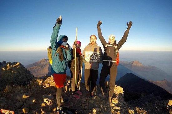 4天山在龙目岛的Rinjani火山徒步旅行