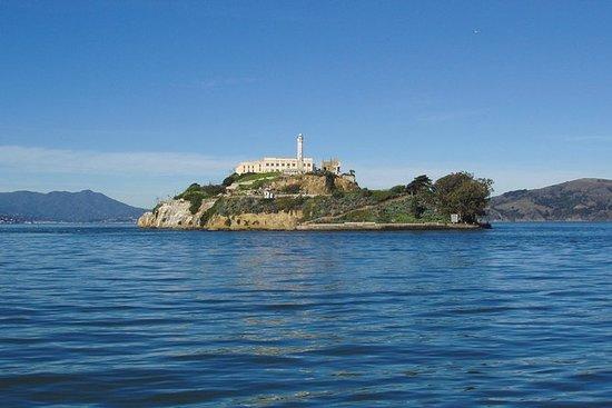 アルカトラズ島ツアーと水族館入場料を伴うヨセミテツアー