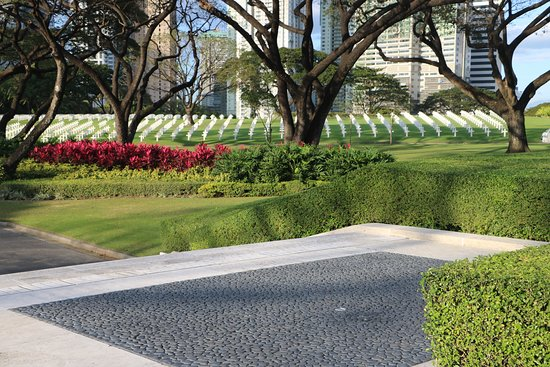 Manila American Cemetery and Memorial: Just a small section of the grave markers from the rotonda.