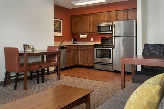 East Greenbush, NY: Suite