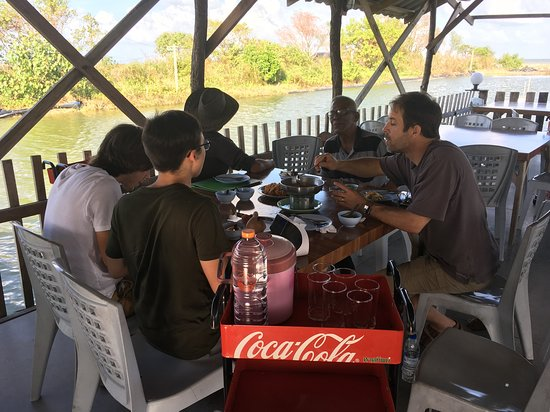 Pak Phanang, Tailandia: Wonderful local atmosphere on the water.  Food is excellent local fare.  Great to experience the Thai Way!
