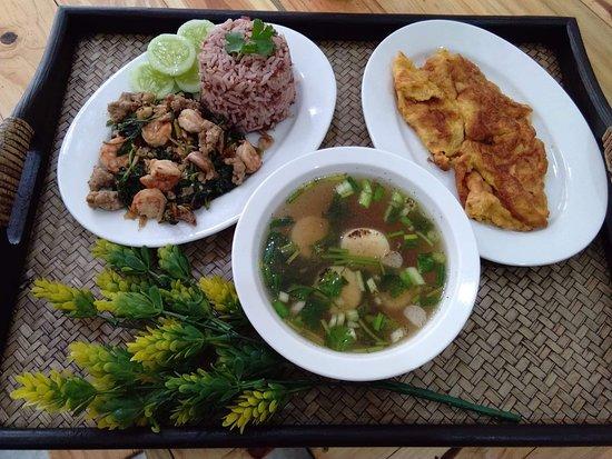 Ban Thong Sala, Thailand: Pad Krapao, Soup, Egg