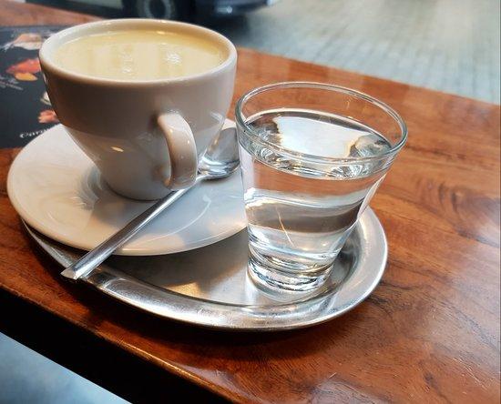 The Cabin Bar: Nice coffee