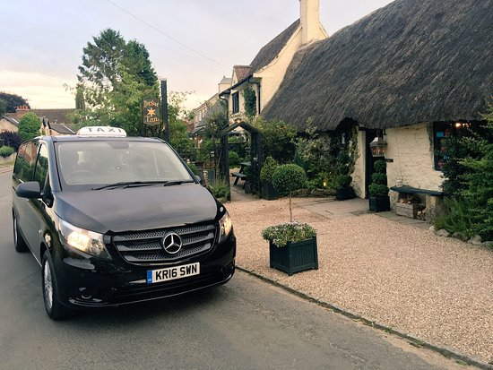 Helmsley, UK: Taxis at the Star Inn in Harome