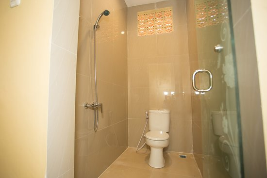 RedDoorz Hostel @ Raya Canggu: Bathroom