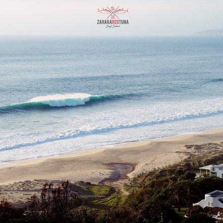 A veces no es necesario hacer miles de kilómetros para vivir la experiencia de un auténtico Surftrip, basta con levantarse al amanecer y recorrer la costa. Aún quedan olas perdidas, a qué esperas?