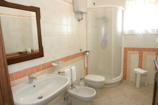 Castelnuovo Cilento, Италия: bagno camera matrimoniale