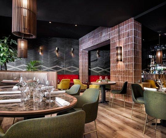 Restaurante La Cabra: Disfruta en nuestro salón principal de la cocina del chef Javier Aranda en un nuevo concepto a la carta, que se inspira en las tapas tradicionales; siempre con el toque de cocina de autor de nuestro chef.