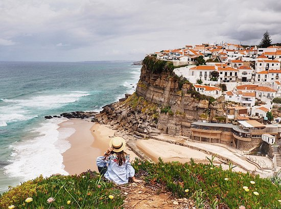 Азеньяш-ду-Мар, Португалия: Azenhas do Mar is just a 15-minute drive from Sintra and it's like the Portuguese CinqueTerre!