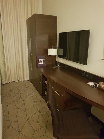 Interior - Hyatt Place Dubai Baniyas Square Photo