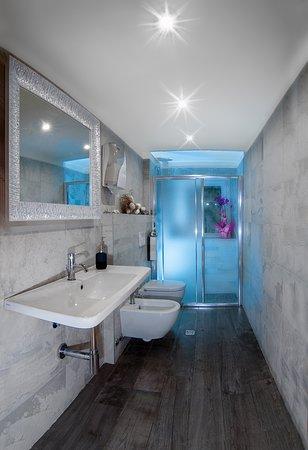 Toilette per Last-check out , per i clienti che vogliono godersi il sole fino all'ultimo minuto , quindi con la possibilità' di farsi una doccia rilassante prima della partenza .