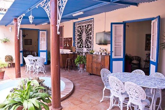 Remedios, Cuba: Comedor portal y area de recreación con wifi
