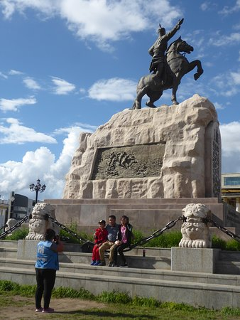Genghis Khan Square: photo time at the statue of Sükhbaatar