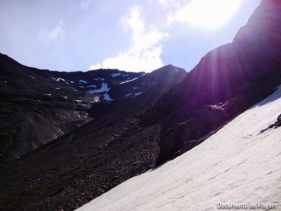 Province of Tierra del Fuego, Argentina: Ushuaia (Patagônia Argentina) é conhecida como o fim do mundo, isto porque, é a cidade mais austral do planeta. A proximidade com a Antártida faz de Ushuaia o ponto de partida para cruzeiros antárticos. Veja mais em https://documentodeviagem.com/