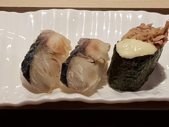 Shinkanzen Sushi: Nigris mit Makrele und Thunfischsalat
