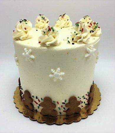 Gingerbread snowflake Christmas cake