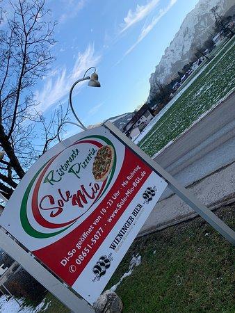 Simbach am Inn, Germany: Knajpka serwująca włoskie dania. Prowadzona przez Sycylijczyka, który przeniesie Was do Włoch. Jedzonko rewelacja :)