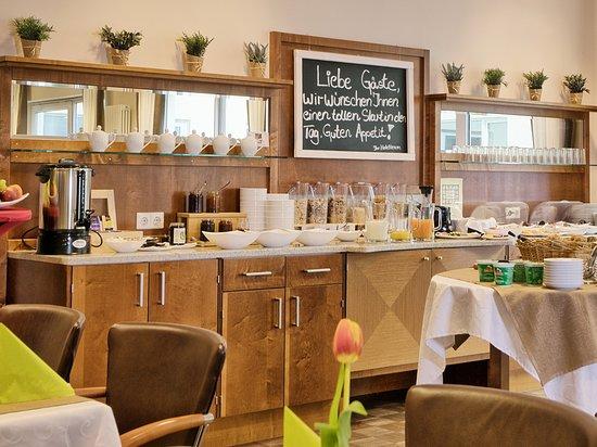 Dorfen, Germany: Frühstücksbuffet