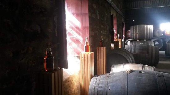 Элгин, UK: Light shining on the Angels share inside Glen Moray Distillery Elgin