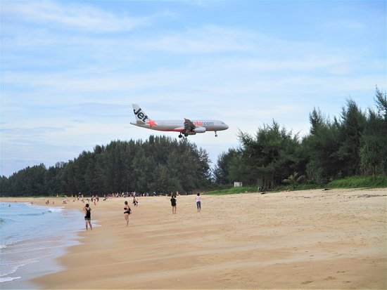 Sirinat National Park: Avion qui atterit a Phuket International Airport