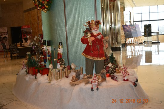 InterContinental Abu Dhabi: Lobby over Christmas