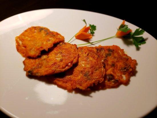 Tortilla a la plancha de kimchi con trocitos de calamar