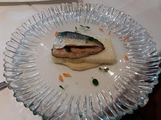 Presidio Eat And Sleep: Filetto di sgombro, polenta arrosto e crema di cavolfiore
