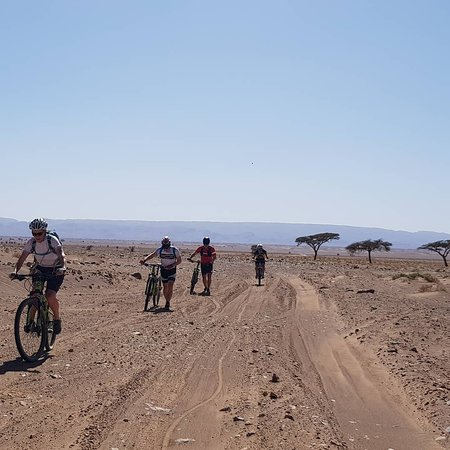 Nkob, Marruecos: Last day by bike to reach the sand dunes in the Sahara