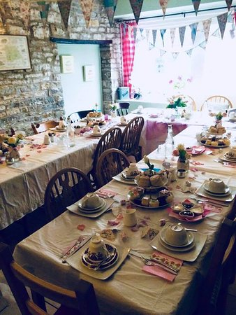 Pucklechurch, UK: afternoon tea party