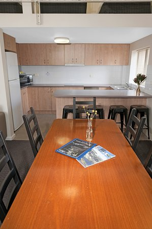 Pictures of Banjo Paterson Inn - Jindabyne Photos