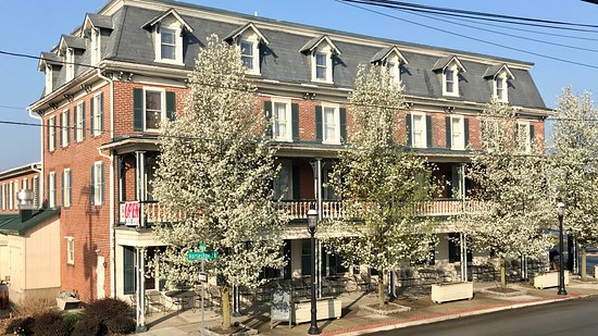 Honey Brook, PA: The hotel from the 322 side