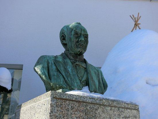 Statue of Hisoka Maejima