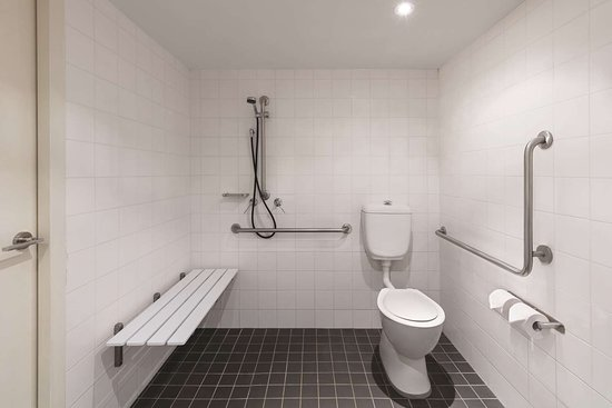 travelodge hotel newcastle accessible room twin bathroom