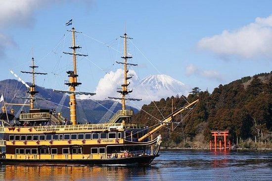 Mt Fuji Day Trip: Pirate Ship of Lake...