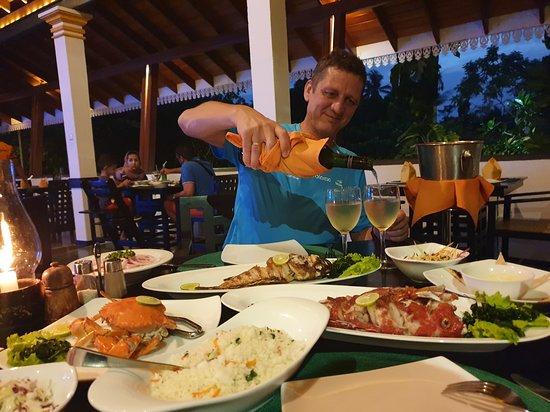 Amal Restaurant & Bar: Холодненькое винишко прямо в тему!