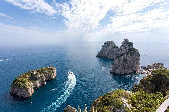 Excursión en barco privado Capri by...