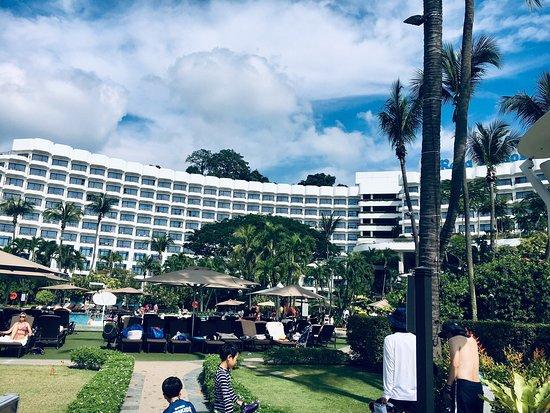 Shangri-La's Rasa Sentosa Resort & Spa: Beach hotel