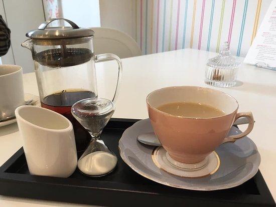 Quarndon, UK: Queenies Tea Room & Cake House