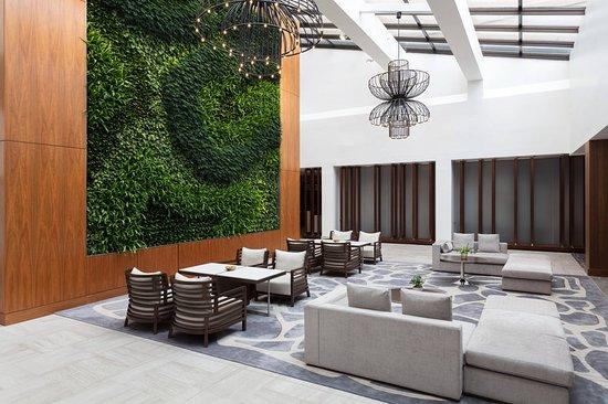 Uniondale, NY: Lobby