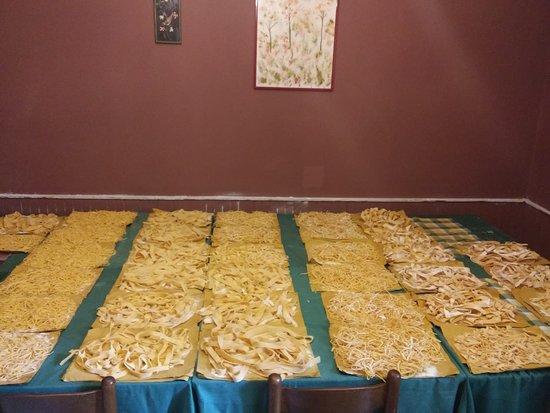 Torrice, Italie : stanza dove si mette ad asciugare la pasta all'uovo fresca.