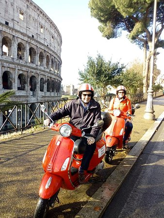 Coliseu: Discover Rome in few time on board of a Vespa. 