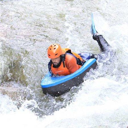 Nage en eau vive et hydrospeed dans l'Aude et les Pyrénées avec Roc Aqua Rafting.