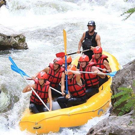 Rafting dans l'Aude et les Pyrénées avec Roc Aqua Rafting.