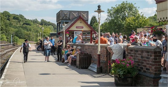 Froghall, UK: With Rail Ale Trail in full swing the audience gathers to watch and enjoy the next act during this annual event. Including 100 beers and ciders, 3 railway stations and 4 pubs there is plenty to watch and do.
