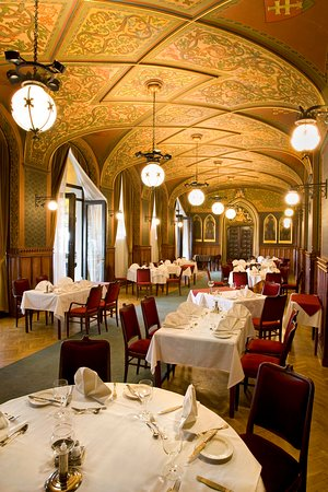 Karpatia Restaurant & Brasserie: Music room/Zeneterem