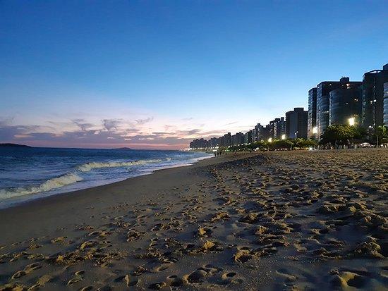 Itaparica Beach: Caminhar na areia a qualquer hora do dia e da noite é uma experiência das mais estarrecedoras.