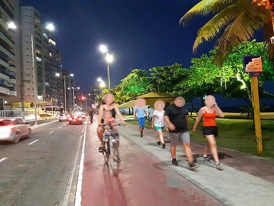 Itaparica Beach: Passeios com a família na ciclofaixa é indescritíve...