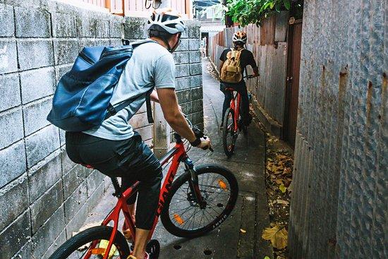 Visite à vélo des quartiers cachés de Bangkok et snacks